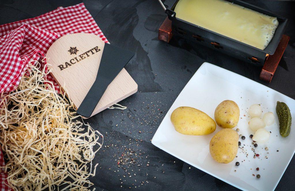 Raclette-rustique-paille-et-pomme-de-terre